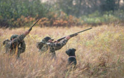 mysliwi-podczas-polowania